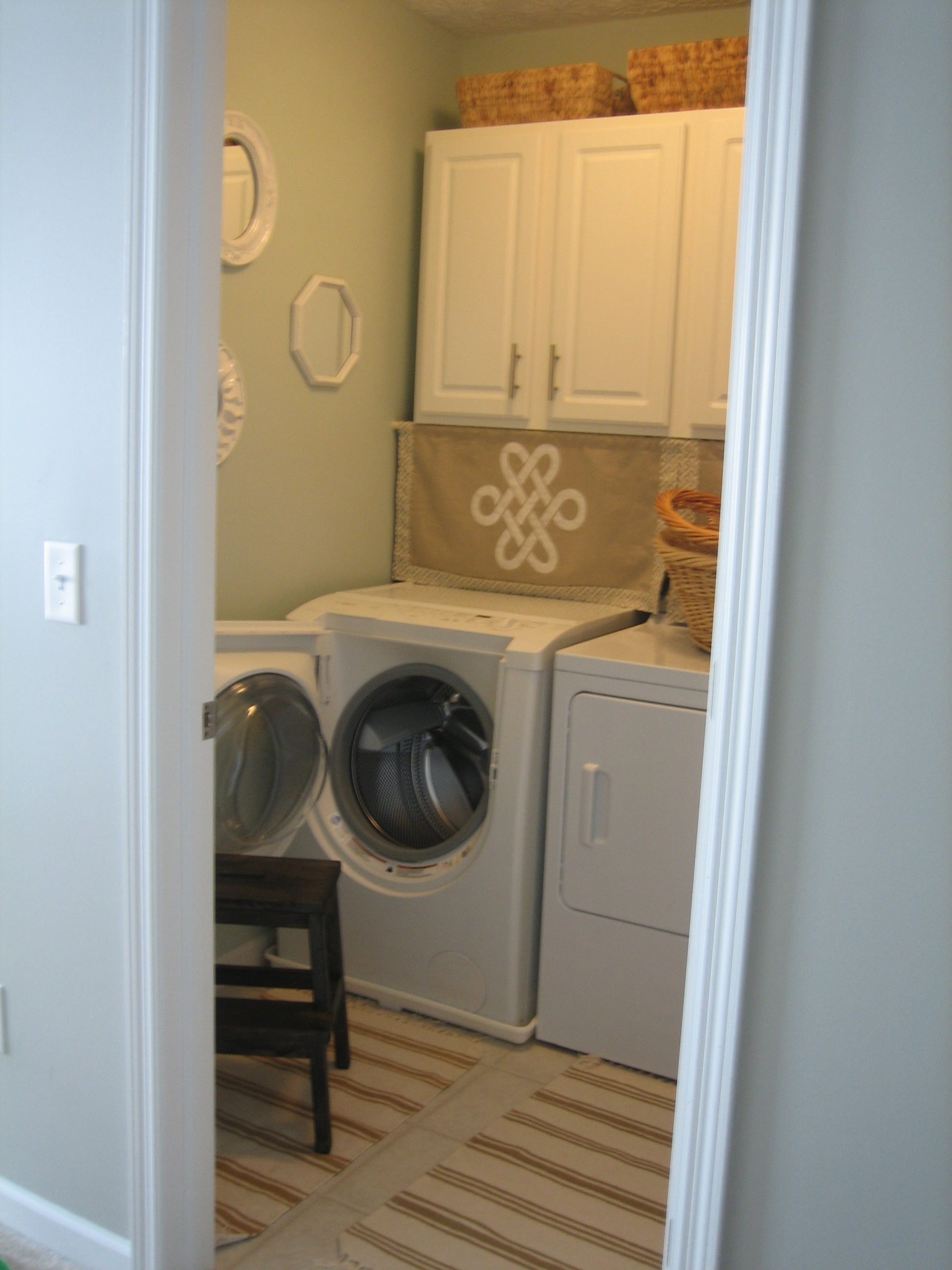 Small laundry room ideas modern world furnishing designer for Small utility room