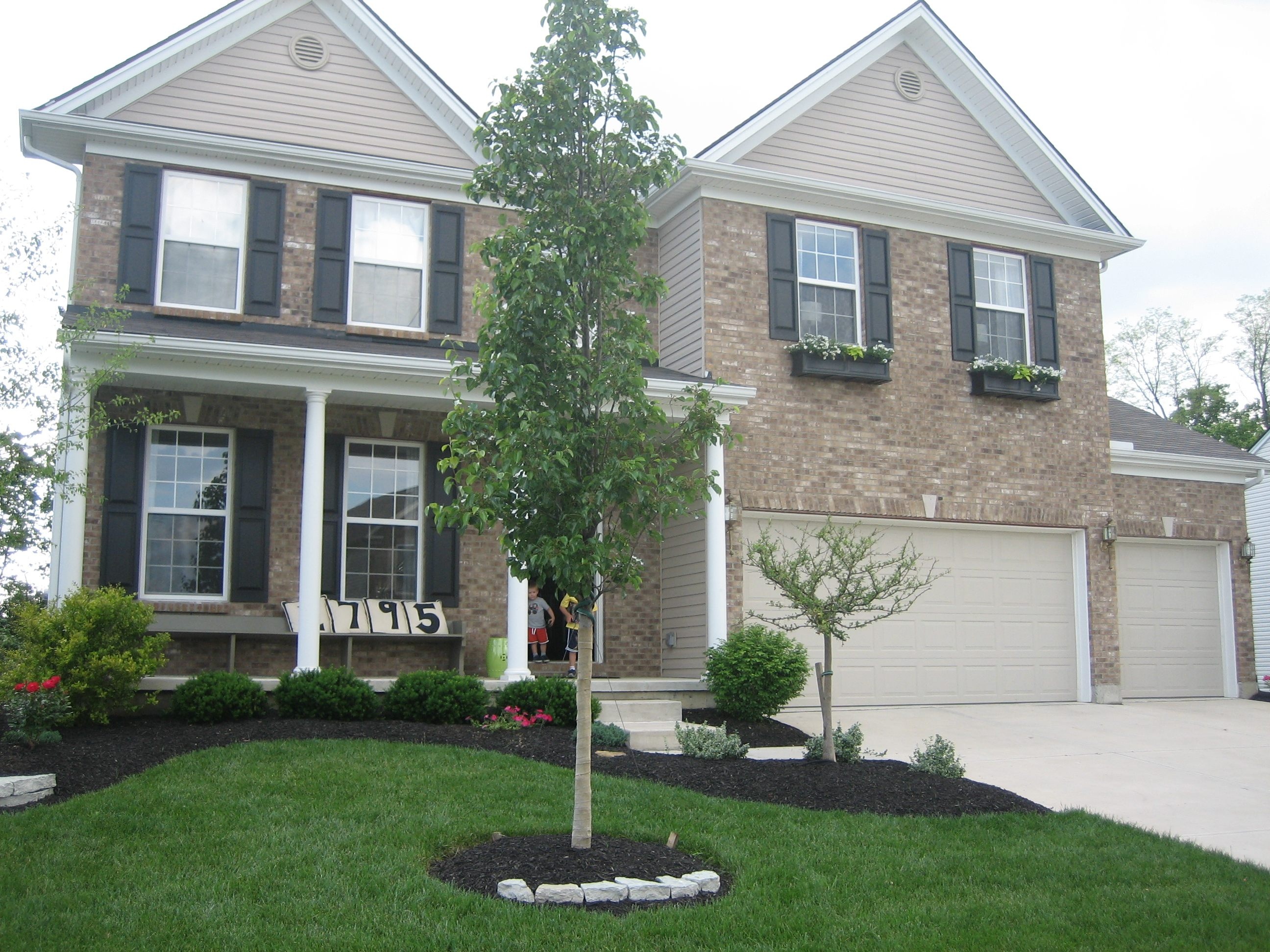 Landscaping ideas for house with front porch pdf for Landscaping a small area in front of house