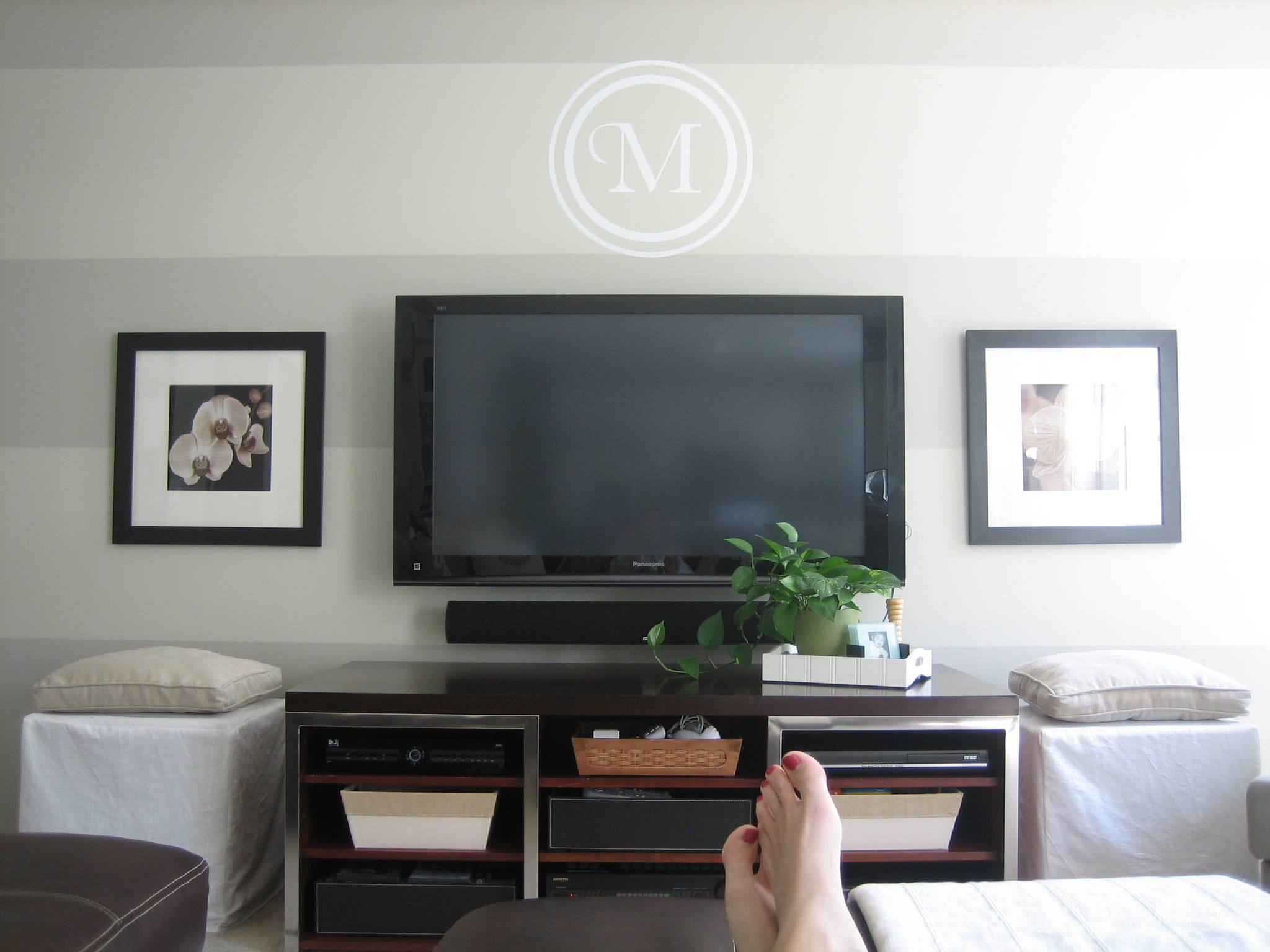 idea for large wall flat screen tv placement stripe wallmonogram like - Large Wall Design Ideas