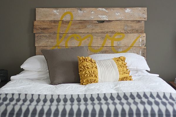 love bed DIY Wedding | 5 DIY Pallet Projects for your creative wedding!
