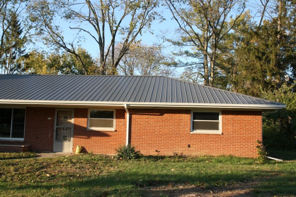 Metal Roof Pictures Brick House House Pictures