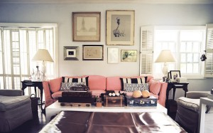 Living+Room+Framed+art+above+pink+couch+black+57qui8mrrSYl