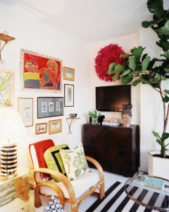 Living+Room+eclectic+grouping+framed+art+g0NxAumZ7twl