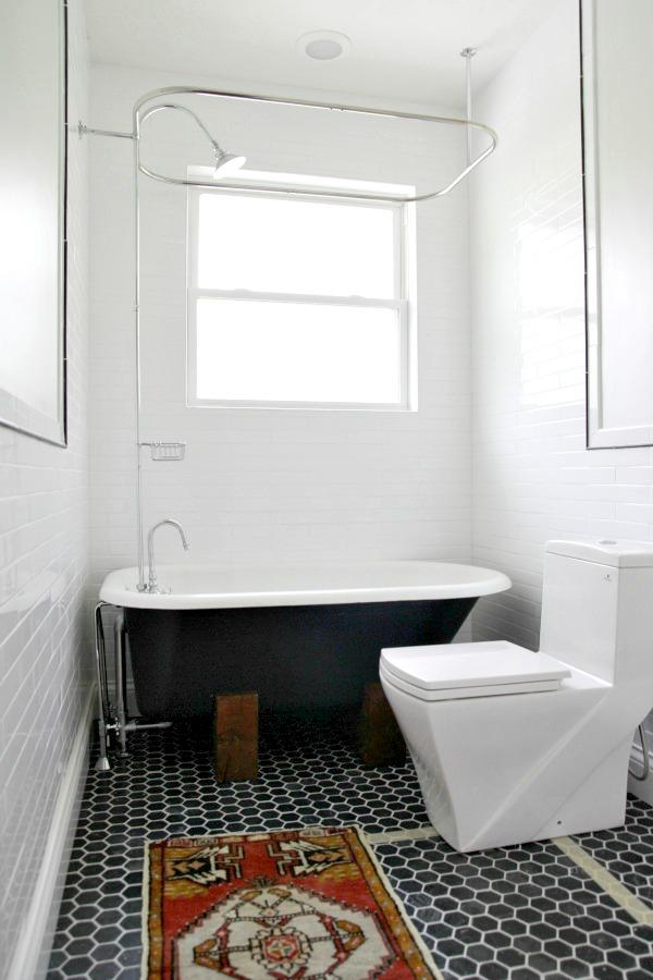 tub in bathroom 1