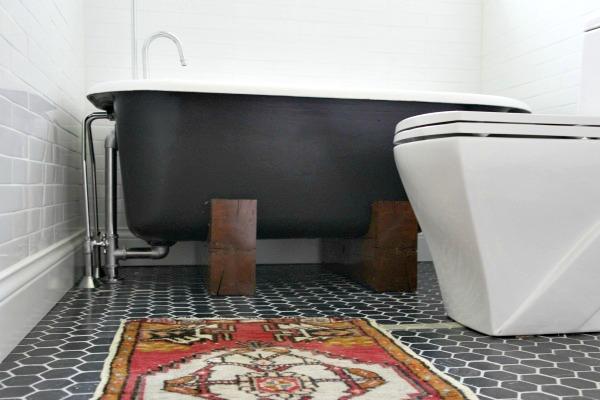 tub in bathroom 4