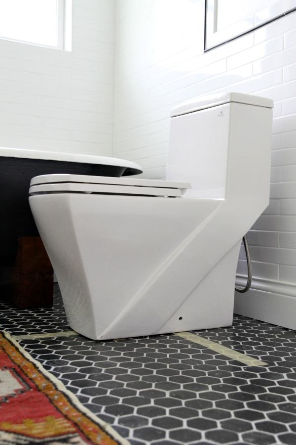 tub in bathroom 8